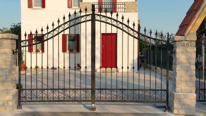 Cancelli ferro in provincia di padova e venezia for Lance per cancelli in ferro