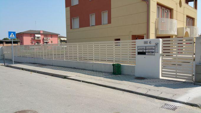 Parapetti e recinzioni a padova e venezia for Oscuranti per recinzioni